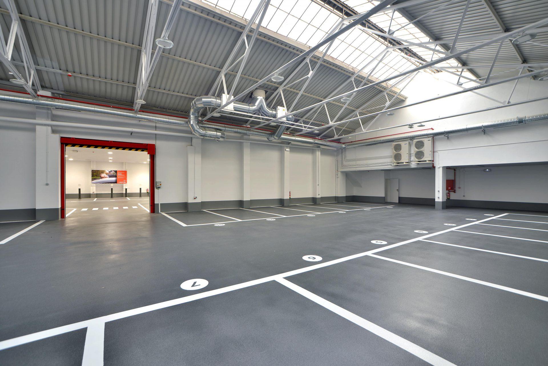Ámplio parking para el Servicio al Automóvil de Mapfre