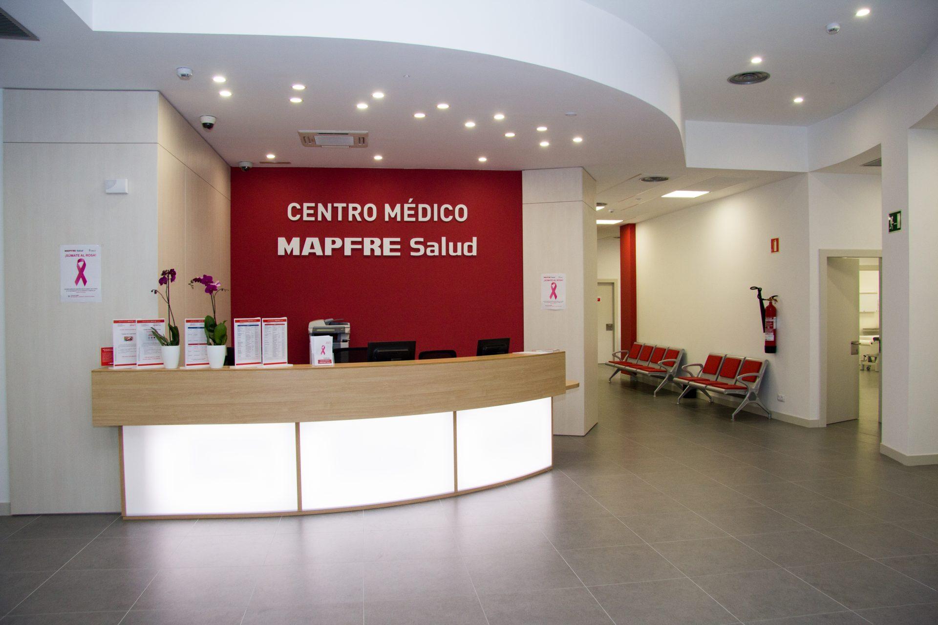 Entrada y mostrador Centro Médico Mapfre Salud
