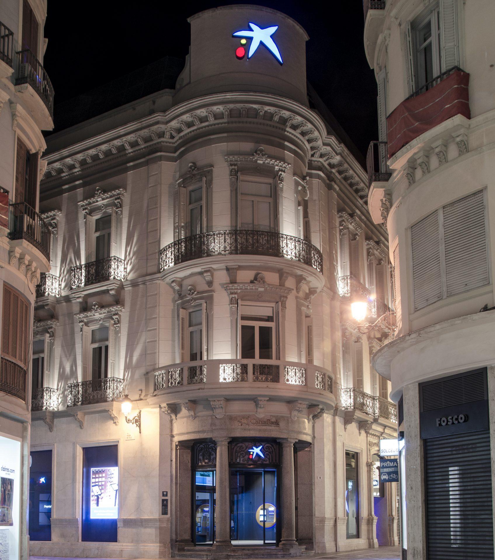 Fachada de edificio singular para Caixabank