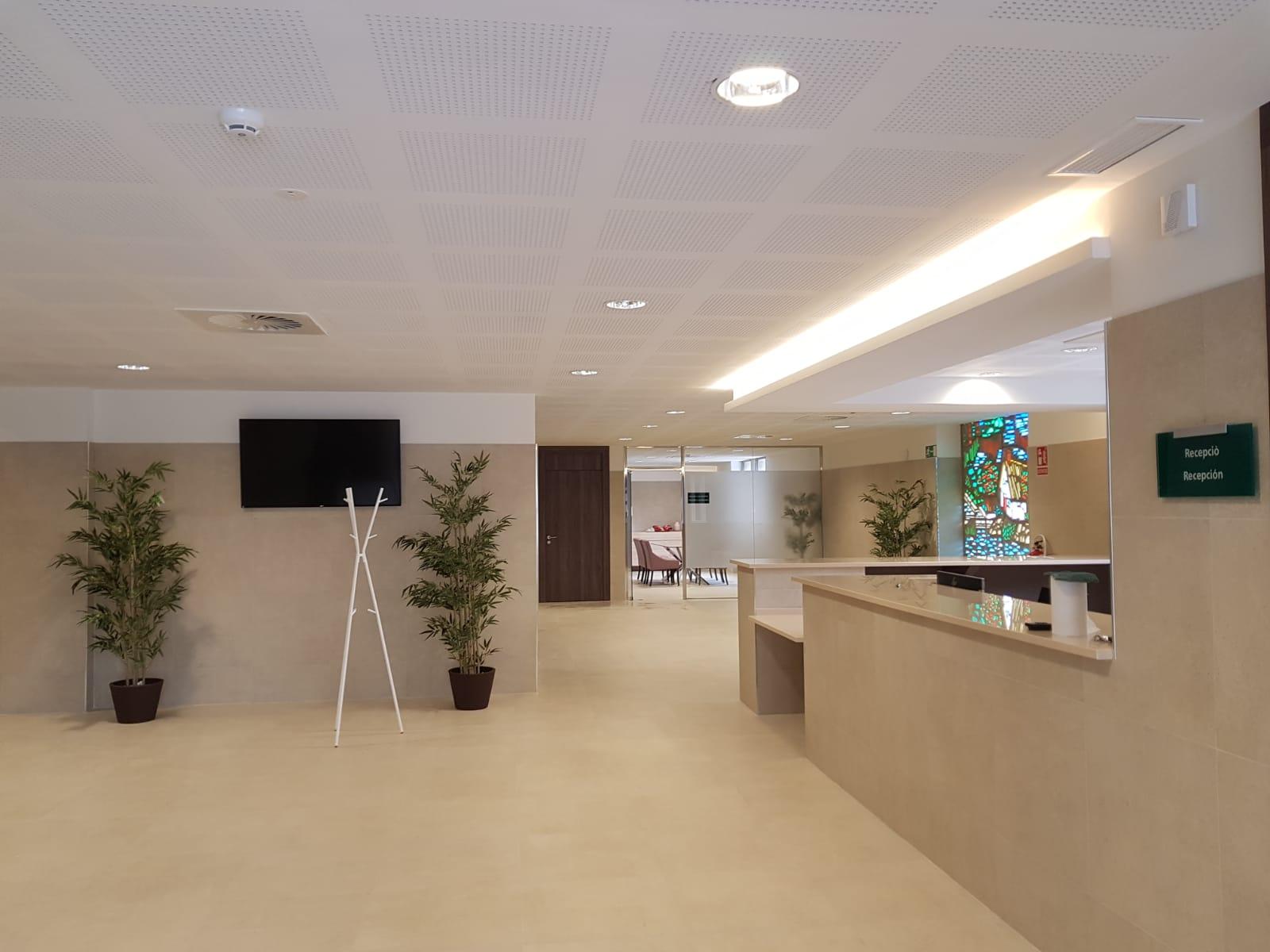 Amplio pasillo en el edificio Funespaña