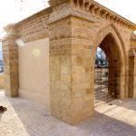 Humilladero rehabilitado situado delante de la fachada del santuario.