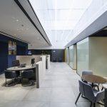 Luz natural en la oficina Store Caixabank de Albacete