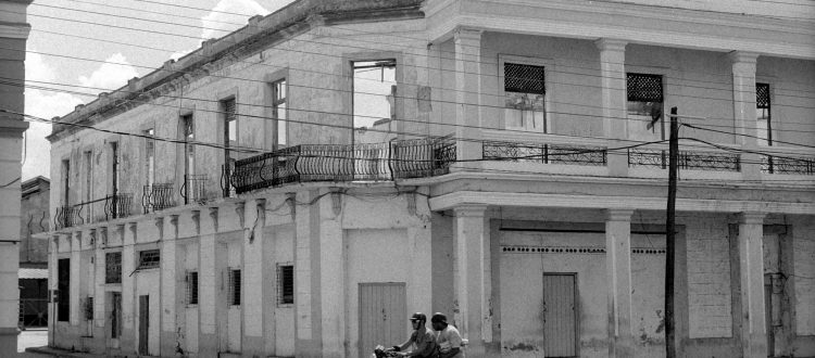 fachada de edificio en mal estado